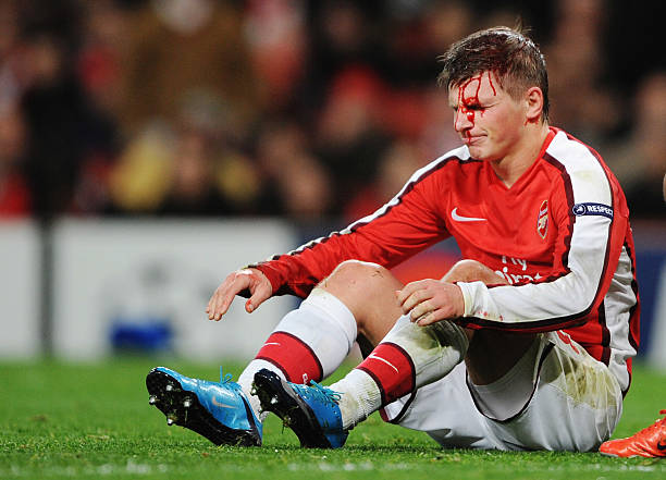 LONDON, ENGLAND - NOVEMBER 24: Andrei Arshavin of Arsenal leaks blood from a head injury during the UEFA Champions League group H match between Arsenal and Standard Liege at Emirates Stadium on November 24, 2009 in London, England. (Photo by Shaun Botterill/Getty Images)
