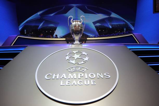 TOPSHOT - The Champions League Trophy stands on display during the UEFA Champions League football group stage draw ceremony in Monaco on August 24, 2017. / AFP PHOTO / VALERY HACHE