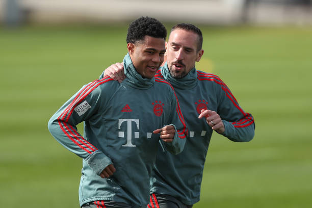 MUNICH, GERMANY - MARCH 05: Franck Ribery of FC Bayern München hugs Serge Gnabry of FC Bayern München during the training session at Saebener Strasse training ground on March 5, 2019 in Munich, Germany. (Photo by Christian Kaspar-Bartke/Bongarts/Getty Images)