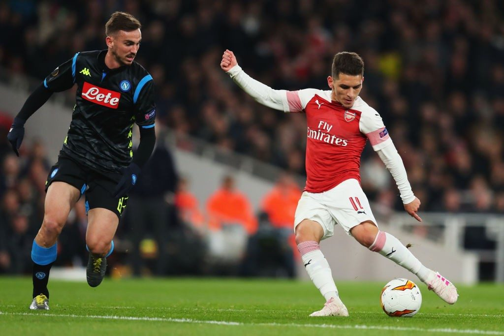 LONDON, ENGLAND - APRIL 11: Lucas Torreira of Arsenal shoots and scores his teams second goal during the UEFA Europa League Quarter Final First Leg match between Arsenal and S.S.C. Napoli at Emirates Stadium on April 11, 2019 in London, England. (Photo by Catherine Ivill/Getty Images)