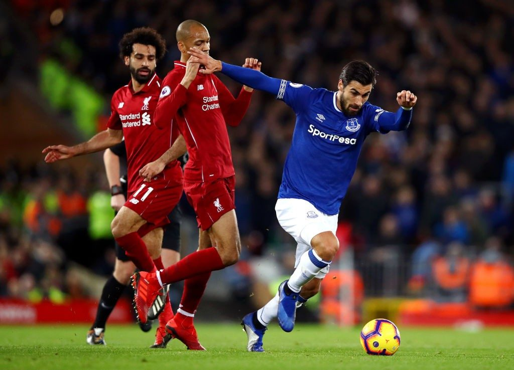 LIVERPOOL, ENGLAND - DECEMBER 02: Andre Gomes of Everton runs with the ball under pressure from Fabinho of Liverpool during the Premier League match between Liverpool FC and Everton FC at Anfield on December 2, 2018 in Liverpool, United Kingdom. (Photo by Clive Brunskill/Getty Images)