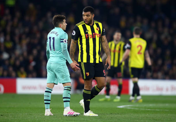 WATFORD, ENGLAND - APRIL 15: Troy Deeney of Watford talks to Lucas Torreira of Arsenal after being shown a red card for an elbow on the Arsenal player during the Premier League match between Watford FC and Arsenal FC at Vicarage Road on April 15, 2019 in Watford, United Kingdom. (Photo by Julian Finney/Getty Images)
