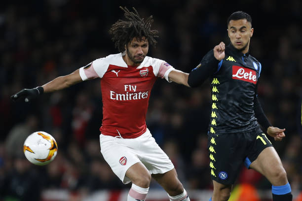 Arsenal's Egyptian midfielder Mohamed Elneny (L) vies with Napoli's French-born Algerian midfielder Adam Ounas during the UEFA Europa League quarter final, first leg, football match between Arsenal and Napoli at the Emirates Stadium in London on April 11, 2019. (Photo by Ian KINGTON / IKIMAGES / AFP)