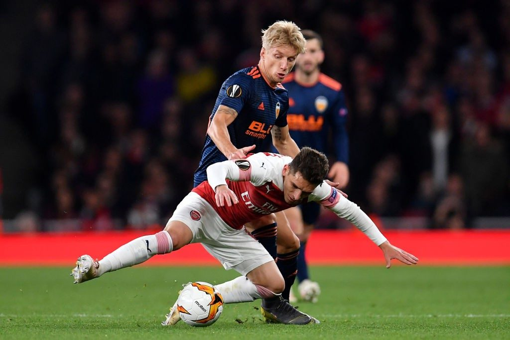 LONDON, ENGLAND - MAY 02: Daniel Wass of Valencia tackles Lucas Torreira of Arsenal during the UEFA Europa League Semi Final First Leg match between Arsenal and Valencia at Emirates Stadium on May 2, 2019 in London, England. (Photo by Justin Setterfield/Getty Images,)
