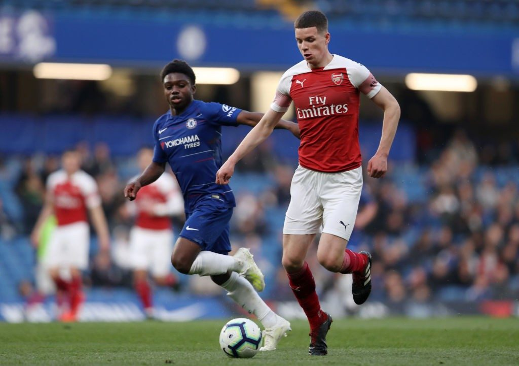 LONDON, ENGLAND - APRIL 15: Charlie Gilmour of Arsenal controls the ball as Tariq Lamptey of Chelsea looks on during the Premier League 2 match between Chelsea and Arsenal at Stamford Bridge on April 15, 2019 in London, England. (Photo by Naomi Baker/Getty Images)