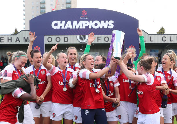 BOREHAMWOOD, ENGLAND - MAY 11: Jordan Nobbs and Kim Little of Arsenal lift the trophy as they celebrate after during the WSL match between Arsenal Women and Manchester City at Meadow Park on May 11, 2019 in Borehamwood, England. (Photo by Catherine Ivill/Getty Images)