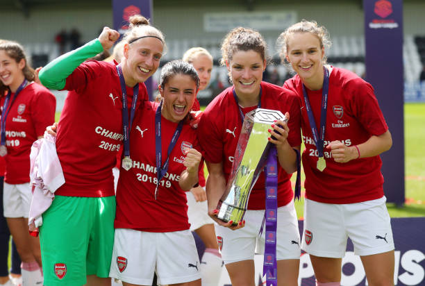 BOREHAMWOOD, ENGLAND - MAY 11: Sari Van Veenendaal, Danielle Van de Donk, Dominique Bloodworth and Vivianne Miedema of Arsenal celebrate with the trophy after the WSL match between Arsenal Women and Manchester City at Meadow Park on May 11, 2019 in Borehamwood, England. (Photo by Catherine Ivill/Getty Images)
