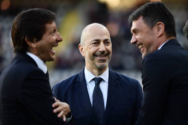 Milan's CEO Ivan Gazidis (C), Milan's Brazilian technical director Leonardo (L) and Milan's Italian technical director Paolo Maldini, talk prior to the Italian Serie A football match between Torino and AC Milan on April 28, 2019 at the Grande Torino stadium in Turin. (Photo by MARCO BERTORELLO / AFP)