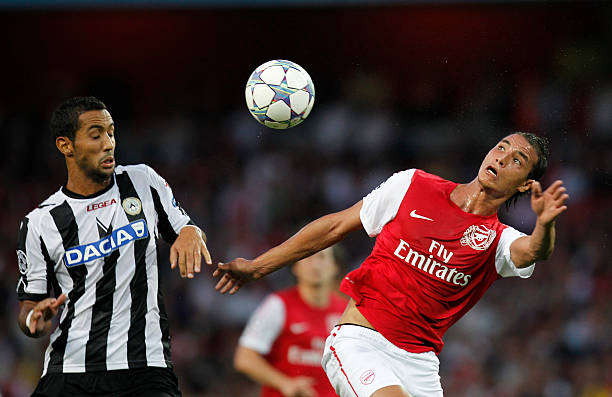 Udinese's Morrocan player Mehdi Benatia (L) vies with Arsenal's Moroccan player Marouane Chamakh during their UEFA Champions League Qualifying Play-Off round football match in London on August 16, 2011. AFP PHOTO / IAN KINGTON