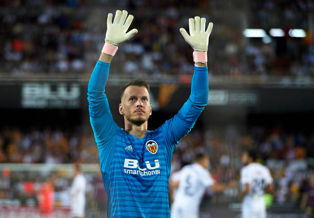 VALENCIA, SPAIN - OCTOBER 07: Norberto Murara Neto of Valencia greets fans before the La Liga match between Valencia CF and FC Barcelona at Estadio Mestalla on October 7, 2018 in Valencia, Spain. (Photo by Manuel Queimadelos Alonso/Getty Images)