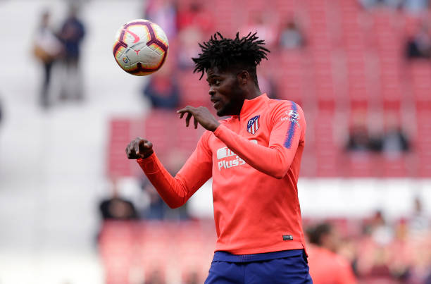 MADRID, SPAIN - APRIL 02:  Thomas Partey of Atletico Madrid warms up prior to the La Liga match between  Club Atletico de Madrid and Girona FC at Wanda Metropolitano on April 02, 2019 in Madrid, Spain. (Photo by Gonzalo Arroyo Moreno/Getty Images)