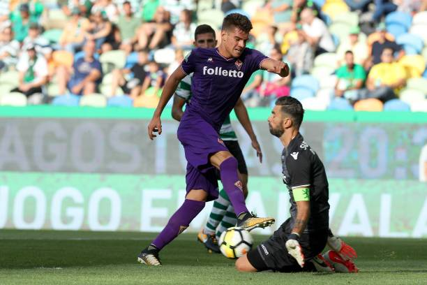 LISBON, PORTUGAL - JULY 29:Fiorentina midfielder Ianis Hagi from Romenia (L) vies with Sporting CP goalkeeper Rui Patricio from Portugal (R) during the Five Violins Trophy match between Sporting CP and AC Fiorentina at Estadio Jose Alvalade on July 29, 2017 in Lisbon, Portugal. (Photo by Carlos Rodrigues/Getty Images)