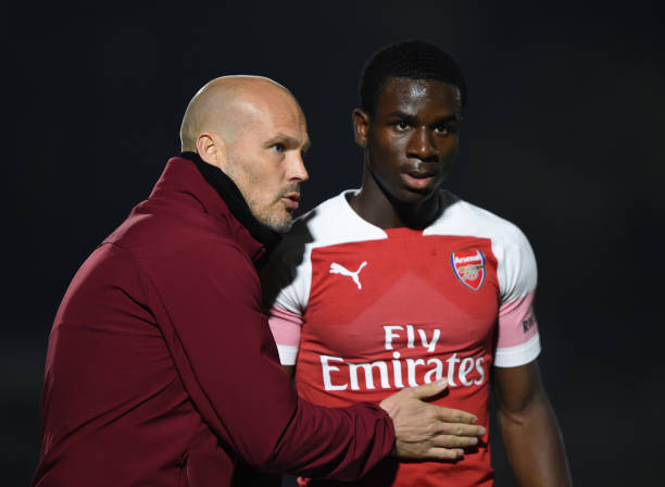 BOREHAMWOOD, ENGLAND - MARCH 29: Freddie Ljungberg, Manager of Arsenal gives Jordi Osei-Tutu of Arsenal instructions during the Premier League 2 match between Arsenal and West Ham United at Meadow Park on March 29, 2019 in Borehamwood, England. (Photo by Harriet Lander/Getty Images)