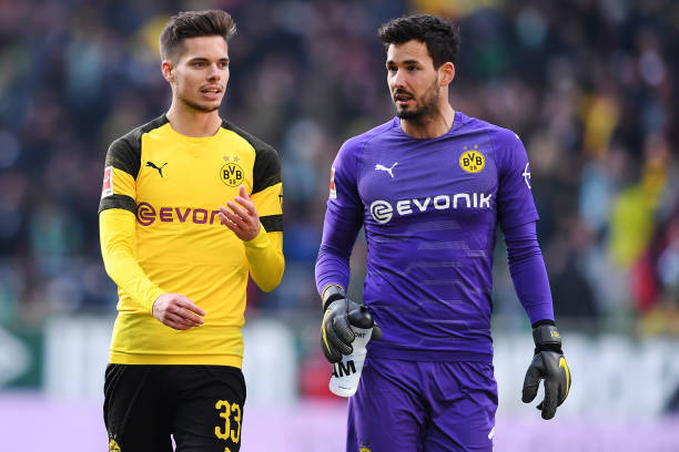 BREMEN, GERMANY - MAY 04: (L-R) Julian Weigl and Roman Buerki of Borussia Dortmund speaks during the Bundesliga match between SV Werder Bremen and Borussia Dortmund at Weserstadion on May 04, 2019 in Bremen, Germany. (Photo by Oliver Hardt/Bongarts/Getty Images)