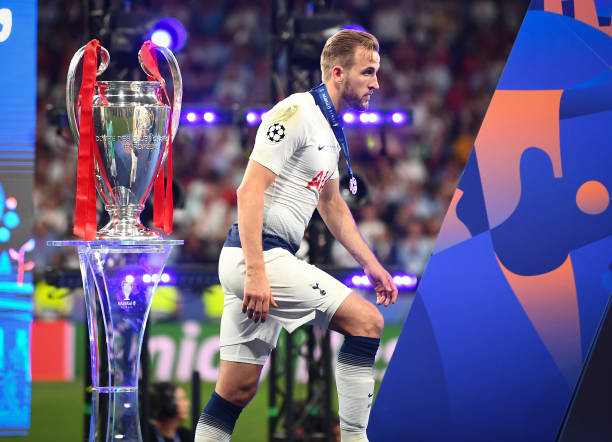 MADRID, SPAIN - JUNE 01: Harry Kane of Tottenham looks dejected as he walks past the European Cup after the UEFA Champions League Final between Tottenham Hotspur and Liverpool at Estadio Wanda Metropolitano on June 01, 2019 in Madrid, Spain. (Photo by Michael Regan/Getty Images)