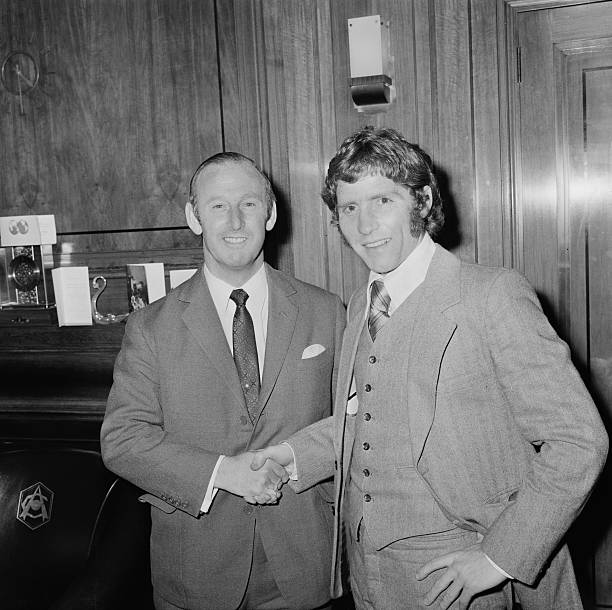England footballer Alan Ball Jr. (1945 - 2007, right) with Arsenal manager Bertie Mee (1918 - 2001) after signing with Arsenal F.C. for a British cash record fee, UK, 22nd December 1971. (Photo by Les Lee/Daily Express/Getty Images)