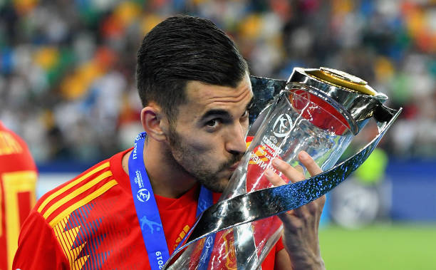 UDINE, ITALY - JUNE 30: Dani Ceballos of Spain celebrates the victory with the trophy at the end the 2019 UEFA U-21 Final between Spain and Germanyat Stadio Friuli on June 30, 2019 in Udine, Italy. (Photo by Alessandro Sabattini/Getty Images)UDINE, ITALY - JUNE 30: Dani Ceballos of Spain celebrates the victory with the trophy at the end the 2019 UEFA U-21 Final between Spain and Germanyat Stadio Friuli on June 30, 2019 in Udine, Italy. (Photo by Alessandro Sabattini/Getty Images)