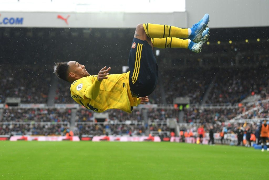 NEWCASTLE UPON TYNE, ENGLAND - AUGUST 11: Arsenal player Pierre-Emerick Aubameyang celebrates with a somersault after scoring the winning goal during the Premier League match between Newcastle United and Arsenal FC at St. James Park on August 11, 2019, in Newcastle upon Tyne, United Kingdom. (Photo by Stu Forster/Getty Images)