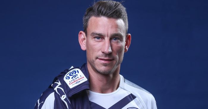 Laurent Koscielny after signing for Bordeaux (Photo via Girondins.com)