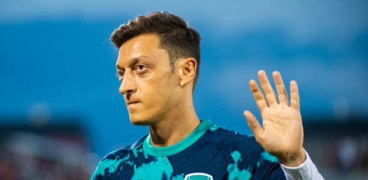 COMMERCE CITY, CO - JULY 15: Mesut Oezil #10 of Arsenal waves to fans during the second half against the Colorado Rapids at Dick's Sporting Goods Park on July 15, 2019 in Commerce City, Colorado. (Photo by Timothy Nwachukwu/Getty Images)