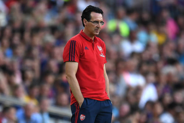 BARCELONA, SPAIN - AUGUST 04: Manager Unai Emery of Arsenal looks on during the Joan Gamper trophy friendly match between FC Barcelona and Arsenal at Nou Camp on August 04, 2019 in Barcelona, Spain. (Photo by David Ramos/Getty Images)