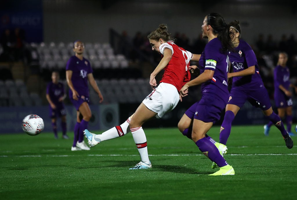 BOREHAMWOOD, ENGLAND - SEPTEMBER 26: Vivianne Miedema of Arsenal shoots at goal during the UEFA Women's Champions League match between Arsenal Women and Fiorentina Women at Meadow Park on September 26, 2019, in Borehamwood, England. (Photo by Julian Finney/Getty Images)