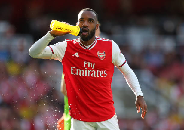 LONDON, ENGLAND - SEPTEMBER 01: Alexandre Lacazette of Arsenal has a drink during the Premier League match between Arsenal FC and Tottenham Hotspur at Emirates Stadium on September 01, 2019 in London, United Kingdom. (Photo by Catherine Ivill/Getty Images)