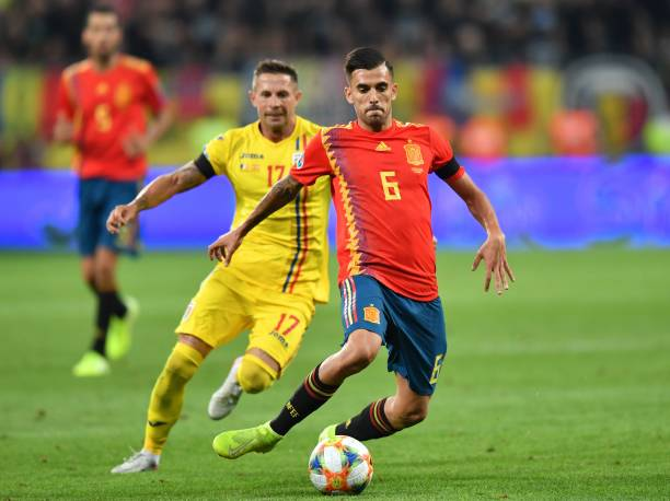 Dani Ceballos (R) of Spain vies for the ball with Romania's midfielder Ciprian Deac (L) during the Euro 2020 football qualification match between Romania and Spain in Bucharest, Romania, on September 5, 2019. (Photo by Daniel MIHAILESCU / AFP)
