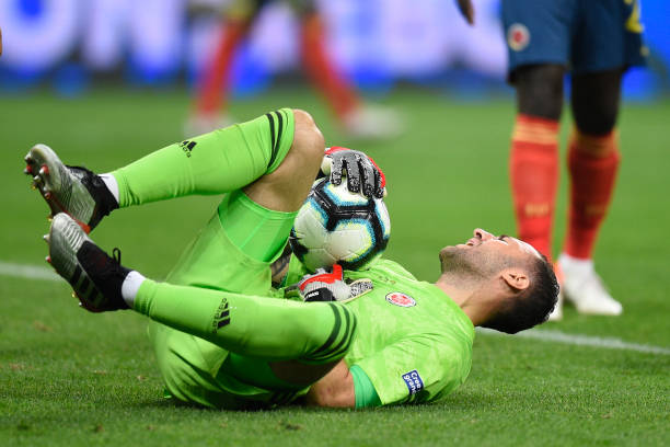 SAO PAULO, BRAZIL - JUNE 28: David Ospina of Colombia makes a save during the Copa America Brazil 2019 quarterfinal match between Colombia and Chile at Arena Corinthians on June 28, 2019 in Sao Paulo, Brazil. (Photo by Pedro Vilela/Getty Images)