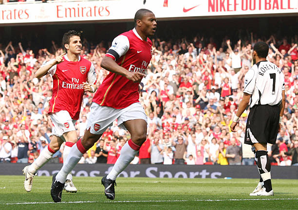 London, UNITED KINGDOM: Arsenal's Julio Baptista (C) celebrates scoring his side's first goal, alongside team mate Cesc Fabregas (L) whilst Fulham's Liam Rosenior (R) watches during the English Premiership match between Arsenal and Fulham, at the Emirates Stadium, London , 29 April 2007. AFP PHOTO/CHRIS YOUNG