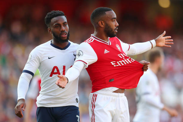 LONDON, ENGLAND - SEPTEMBER 01: Danny Rose of Tottenham Hotspur pulls the shirt of Alexandre Lacazette of Arsenal during the Premier League match between Arsenal FC and Tottenham Hotspur at Emirates Stadium on September 01, 2019 in London, United Kingdom. (Photo by Catherine Ivill/Getty Images)