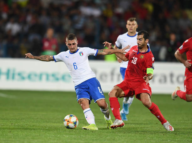YEREVAN, ARMENIA - SEPTEMBER 05: Marco Verratti of Italy competes for the ball with Henrikh Mkhitaryan of Armenia during the UEFA Euro 2020 qualifier between Armenia and Italy at Republican Stadium after Vazgen Sargsyan on September 5, 2019 in Yerevan, Armenia. (Photo by Claudio Villa/Getty Images)