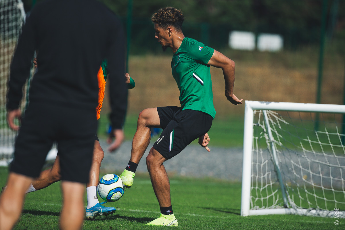 William Saliba back in training via ASSE