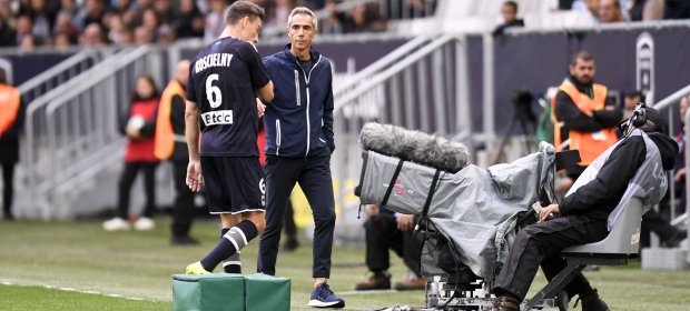 Laurent Koscielny comes off injured (Photo via Ligue1.com)
