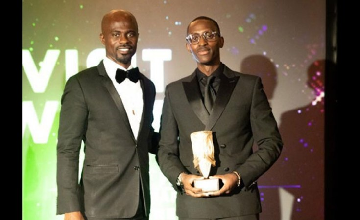 Emmanuel Ruhumuliza (R), Partnerships Manager at the Rwanda High Commission in the UK received the award on behalf of Visit Rwanda.  [photo: New Times]