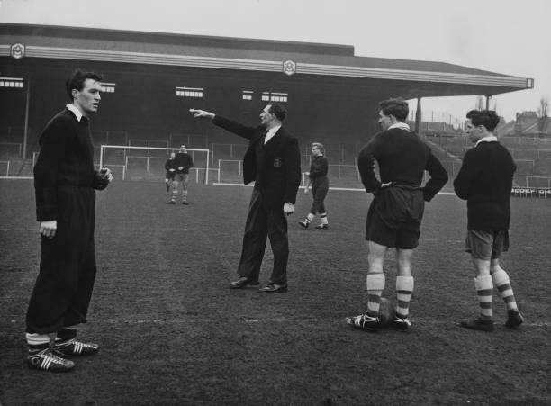 Jack Crayston (1910 - 1992), manager of Arsenal FC, issues directions, January 1957. (Photo by Chris Ware/Keystone Features/Hulton Archive/Getty Images)