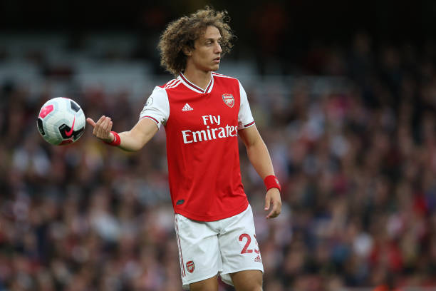 LONDON, ENGLAND - SEPTEMBER 22: David Luiz of Arsenal throws the ball during the Premier League match between Arsenal FC and Aston Villa at Emirates Stadium on September 22, 2019 in London, United Kingdom. (Photo by Steve Bardens/Getty Images)