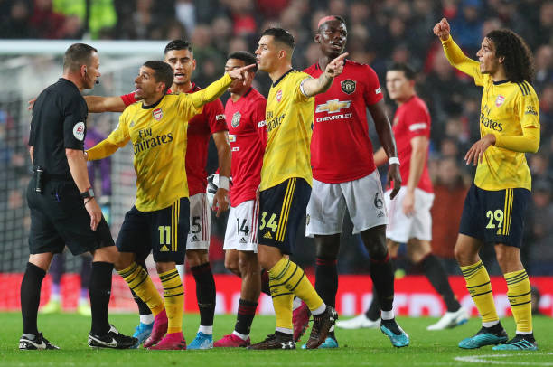 MANCHESTER, ENGLAND - SEPTEMBER 30: Players react towards the match Referee Kevin Friend during the Premier League match between Manchester United and Arsenal FC at Old Trafford on September 30, 2019 in Manchester, United Kingdom. (Photo by Catherine Ivill/Getty Images)