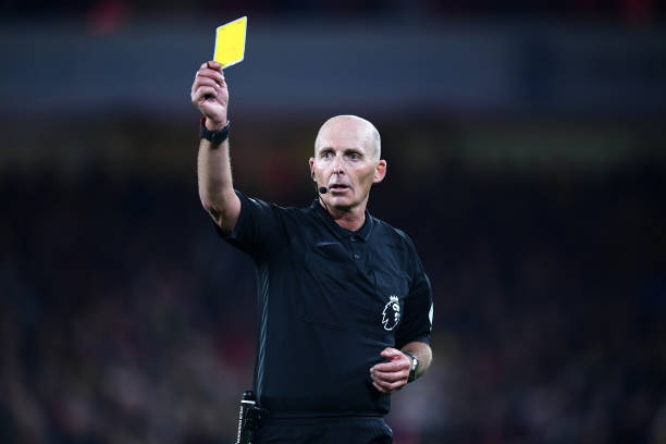 SHEFFIELD, ENGLAND - OCTOBER 21: Match Referee Mike Dean shows the Yellow card during the Premier League match between Sheffield United and Arsenal FC at Bramall Lane on October 21, 2019 in Sheffield, United Kingdom. (Photo by Laurence Griffiths/Getty Images)