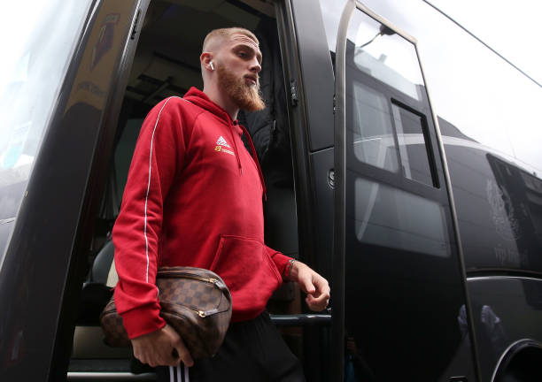 WATFORD, ENGLAND - OCTOBER 05: Oliver McBurnie of Sheffield United arrives at the stadium prior to the Premier League match between Watford FC and Sheffield United at Vicarage Road on October 05, 2019 in Watford, United Kingdom. (Photo by Marc Atkins/Getty Images)