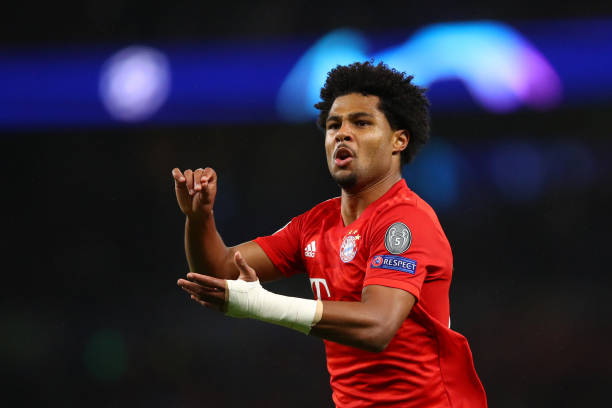 LONDON, ENGLAND - OCTOBER 01: Serge Gnabry of FC Bayern Munich celebrates after scoring his team's third goal during the UEFA Champions League group B match between Tottenham Hotspur and Bayern Muenchen at Tottenham Hotspur Stadium on October 01, 2019 in London, United Kingdom. (Photo by Julian Finney/Getty Images)