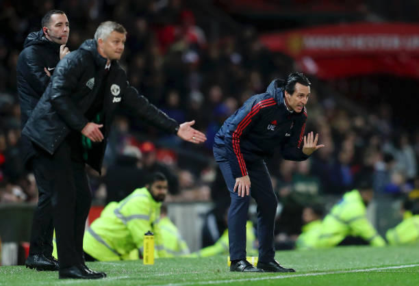 MANCHESTER, ENGLAND - SEPTEMBER 30: Unai Emery, Manager of Arsenal gives his team instructions during the Premier League match between Manchester United and Arsenal FC at Old Trafford on September 30, 2019 in Manchester, United Kingdom. (Photo by Catherine Ivill/Getty Images)