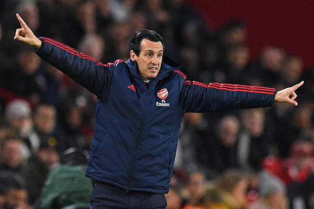 Arsenal's Spanish head coach Unai Emery gestures on the touchline during the English Premier League football match between Sheffield United and Arsenal at Bramall Lane in Sheffield, northern England on October 21, 2019. (Photo by Oli SCARFF / AFP)