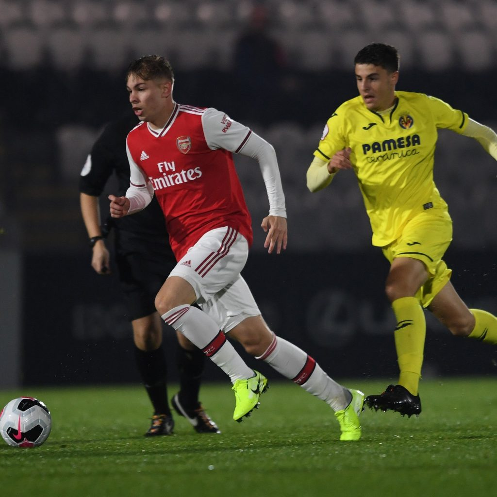 Emile Smith Rowe playing against Villarreal B (Photo via Twitter / ArsenalAcademy)