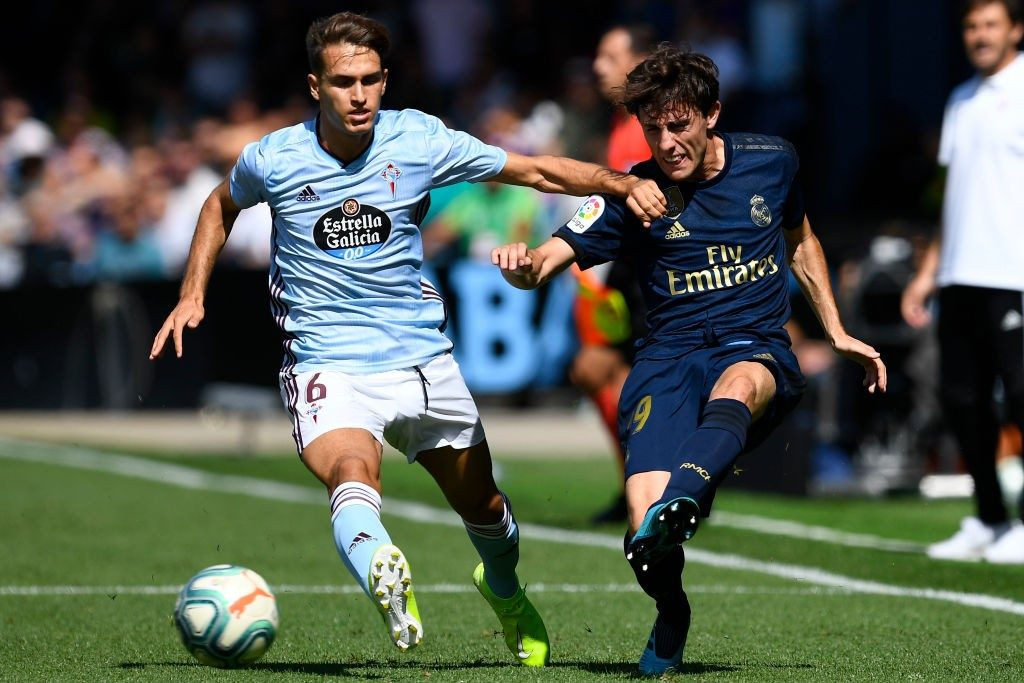 VIGO, SPAIN - AUGUST 17: Denis Suarez of RC Celta competes for the ball with Alvaro Odriozola of Real Madrid during the Liga match between RC Celta de Vigo and Real Madrid CF at Abanca-Balaídos on August 17, 2019, in Vigo, Spain. (Photo by Octavio Passos/Getty Images)