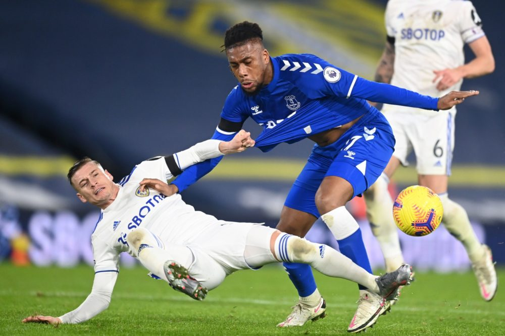 Leeds United's Macedonian midfielder Ezgjan Alioski (L) vies with Everton's Nigerian midfielder Alex Iwobi (R) during the English Premier League football match between Leeds United and Everton at Elland Road in Leeds, northern England on February 3, 2021. (Photo by Michael Regan / POOL / AFP)