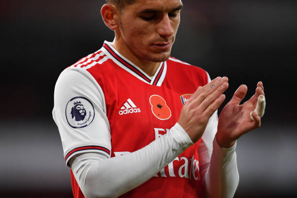 LONDON, ENGLAND - NOVEMBER 02: A poppy is seen on the shirt of Lucas Torreira of Arsenal ahead of Remembrance Day during the Premier League match between Arsenal FC and Wolverhampton Wanderers at Emirates Stadium on November 02, 2019 in London, United Kingdom. (Photo by Justin Setterfield/Getty Images)