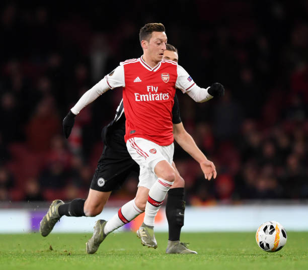 LONDON, ENGLAND - NOVEMBER 28: Mesut Ozil of Arsenal runs with the ball during the UEFA Europa League group F match between Arsenal FC and Eintracht Frankfurt at Emirates Stadium on November 28, 2019 in London, United Kingdom. (Photo by Shaun Botterill/Getty Images)