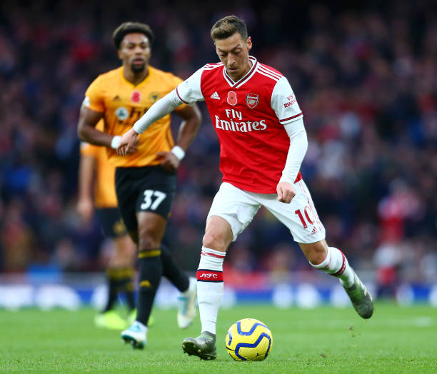 LONDON, ENGLAND - NOVEMBER 02: Mesut Ozil of Arsenal in action during the Premier League match between Arsenal FC and Wolverhampton Wanderers at Emirates Stadium on November 02, 2019 in London, United Kingdom. (Photo by Jordan Mansfield/Getty Images)