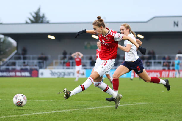 BOREHAMWOOD, ENGLAND - NOVEMBER 24: Vivianne Miedema of Arsenal shoots and misses during the Barclays FA Women's Super League match between Arsenal and Liverpool at Meadow Park on November 24, 2019 in Borehamwood, United Kingdom. (Photo by Kate McShane/Getty Images)